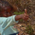 ילדה בנוף בטיול בהתאמה אישית למדגסקר