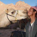 מדריך וגמל בטיול בירדן