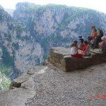 טיול משפחות ביוון עם תצפית נוף הררית