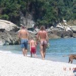 משפחה בחוף בטיול משפחות ביוון