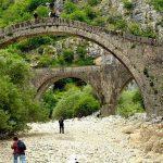 גשר עתיק - טיול משפחות ביוון