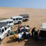 ארוחה במדבר בטיול מאורגן בנמיביה