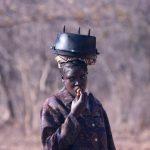 אשה מקומית בטיול מאורגן לנמיביה